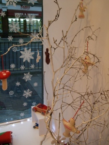 Kidsen window with snowflakes and Swedish decorations