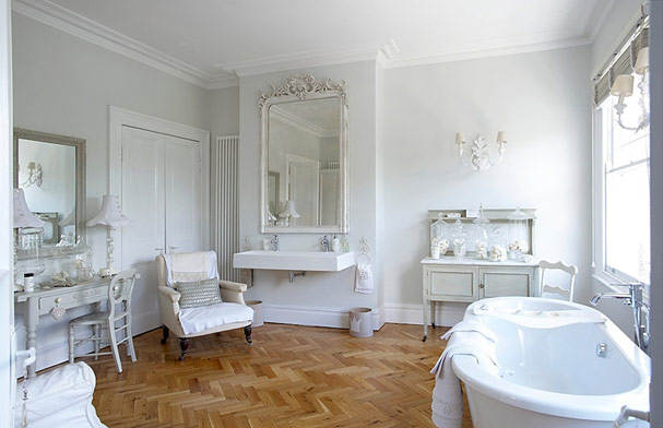 white french style bathroom « EMILY WHEELER