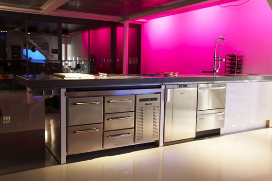 kitchen-steel-fuscia