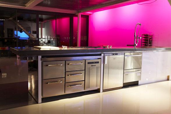 kitchen-steel-fuscia